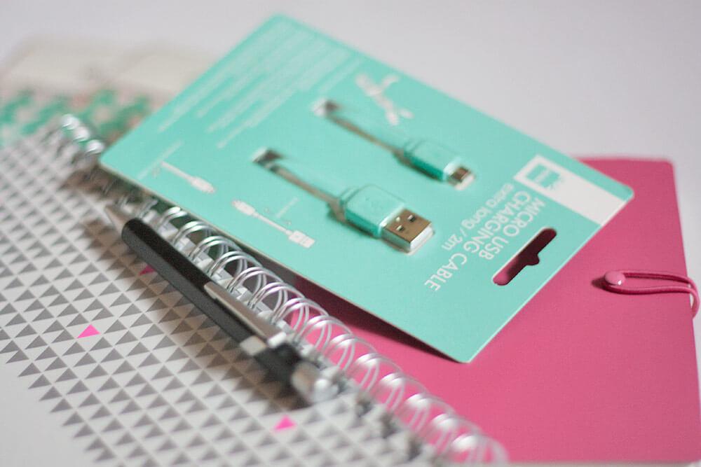 Een 2m lange USB kabel komt altijd van pas! En nog een roze notitieboekje ondanks dat ik er al zoveel heb, maar ik vond deze ook zo leuk en past perfect in mijn tas.